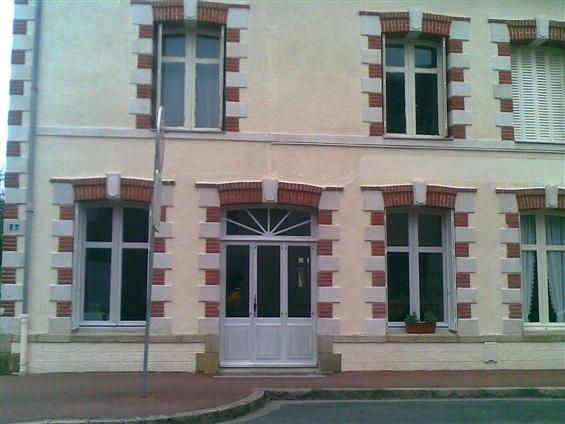 L'ensemble porte et fenêtre posé vue de l'extérieur pour un particulier sur la commune de Treillières 44119