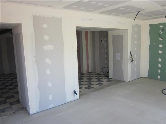 Rénovation / Extension Cloisons sèches : ouvertures alu, volets roulants au Pellerin 44640. Côté extension.
