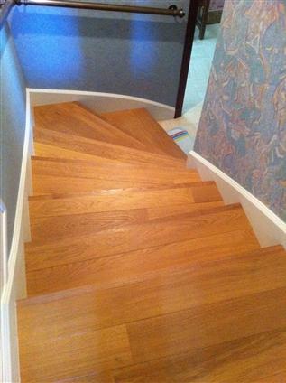 Habiilage escalier en bois à Le Bignon