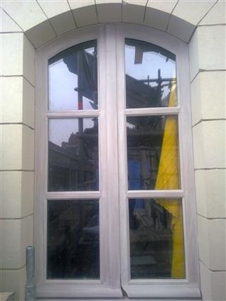 Fabrication et pose de fenêtre bois à l'ancienne (mouton et gueule de loup) sur un bâtiment classé à Nantes 44000