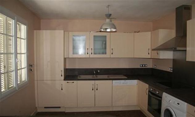 Mise en peinture des murs de la cuisine en harmonie avec le mobilier 44730 Tharon-plage.