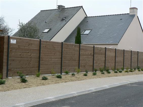 Fourniture et pose d'une clôture panneaux bois vibrato 44600 SAINT-NAZAIRE