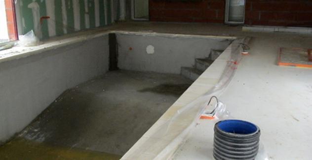 Maconnerie piscine intérieure dans une maison neuve réalisée par BFC Maconnerie à La Garnache 85710 près de Machecoul 44270