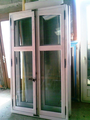 Fabrication de fenêtres en bois à double vitrage avec réutilisation des anciennes espagnolettes pour un particulier sur la commune de Treillières 44119