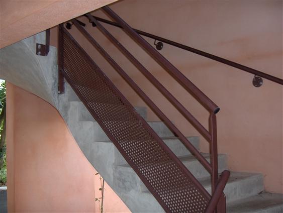 Escalier et rampe pour un ensemble de résidences privées. Saint-Herblain. (44000)
