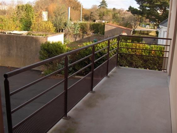 Garde-corps balcon pour ensemble de résidences privées. Saint-Herblain. (44000)