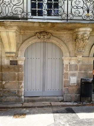 Fabrication et pose d'une porte cochère à neuf suivant plan architecte sur un bâtiment classé à Nantes 44000 .Travaux réalisés en 2012