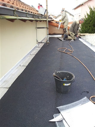 Bretagne etancheite tanch it toiture terrasse sainte for Etancheite garage toit plat