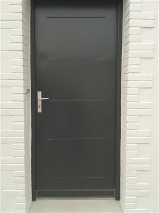 porte d'entrée en acier de chez PAC DAMAS a la chapelle basse-mer-   rénovation en dépose totale