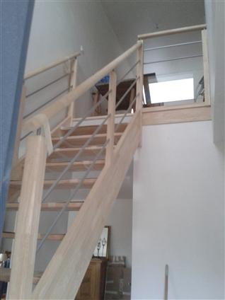 Fourniture et pose d'un escalier en HEVEA a REZE
