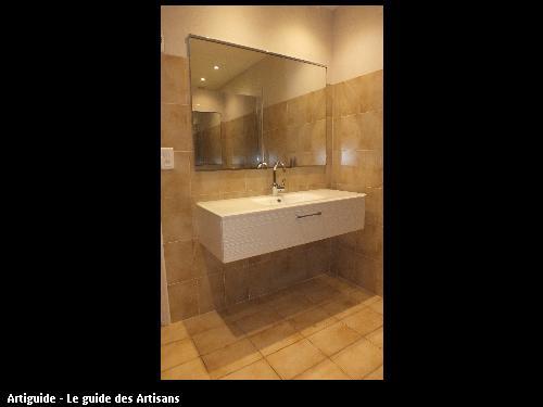 Remplacement d'un lavabo par un meuble vasque et son miroir.  44140 LA PLANCHE
