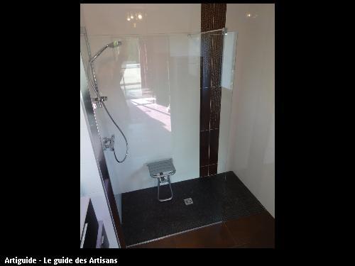 Réallisation d'une douche pour personne à mobilité réduite suivant les préconisation d'un ergothérapeute par l'entreprise Clavier Paul certifié Handibat.