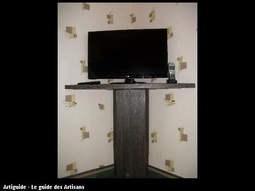 Tablette TV et colonne en stratifié wengé.