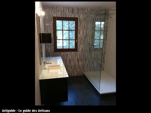 Lavabo et douche réalisés par l'entreprise 2 éléments située à Siant Père en Retz 44 320