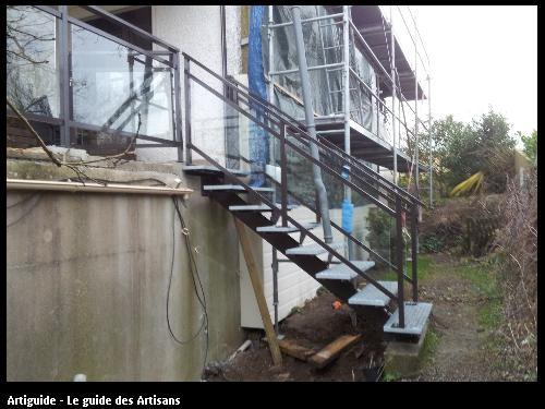 Garde-corps et escalier vitrés