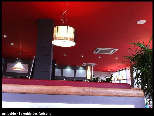 Suspension dans un restaurant à Guérande.
