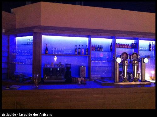 Mise en place d'une bande led multi couleurs pour un bar à saint Brévin.