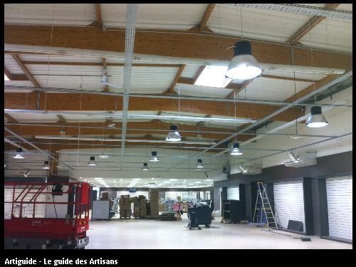 Réalisation de chemin de câble et du système d'éclairage d'un magasin à Lorient