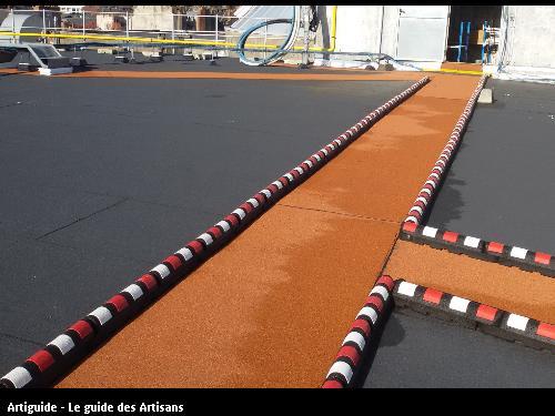 réalisation d'un chemin de circulation sur terrasse plate industrielle Nantes.