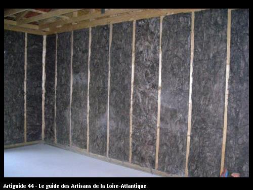 isolation laine de verre knauf avec liant naturel lui donnant cette couleur marron donc pas de formaldéhyde, isolant haute densité pose soignée maison ossature bois www.mamet-architecture.com