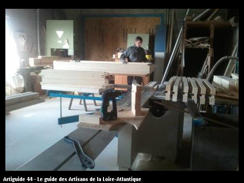 Nous disposons d'un atelier de menuiseries pour la fabrication des menuiseries spécifique et hors standard par exemple porte coulissante à galandage etc..