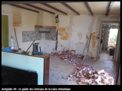 Démolition d'une cuisine, réalisé par l'entreprise JEAN MARIE BONNEAU basée à LA GUYONNIERE 85600
