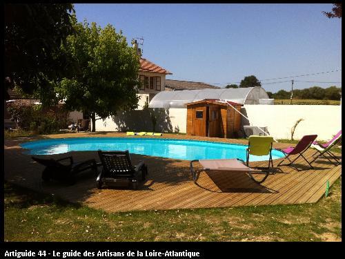Agencement d'une piscine en bois réalisé par l'entreprise SMP
