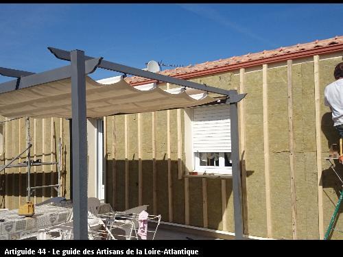 Pose de l'isolant + structure bois à CHAUVE 44320