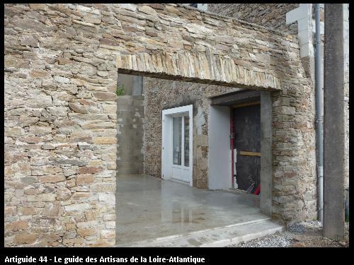 création ouverturedans murs de pierre . extension Le  Pellerin . Régine Blanchard Maitre d 'œuvre  a Saint Viaud