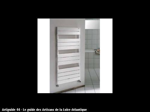 Radiateur sèche serviette, l'entreprise AUGRIS PLOMBERIE CHAUFFAGE basé à SAINT-SEBASTIEN-SUR-LOIRE (44230)