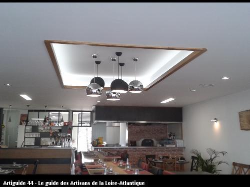 Eclairage Restaurant la Cantine de l'Ilot (La Plaine sur Mer) réalisé par l'entreprise Electricité Martin située à Saint Père en Retz 44320