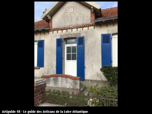 RENOVATION LA BERNERIE EN RETZ    remise en service   d 'une  porte lors  des travaux de  rénovation