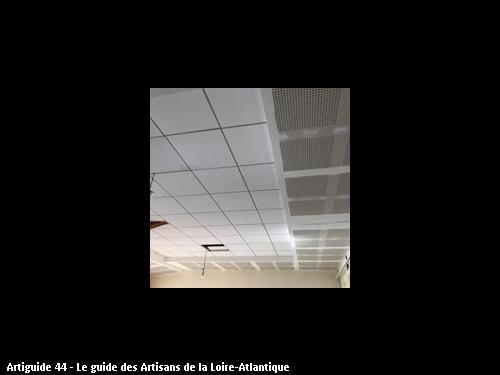 Rénovation du plafond de la salle du conseil municipal de BOUSSAY ( chantier en cours)