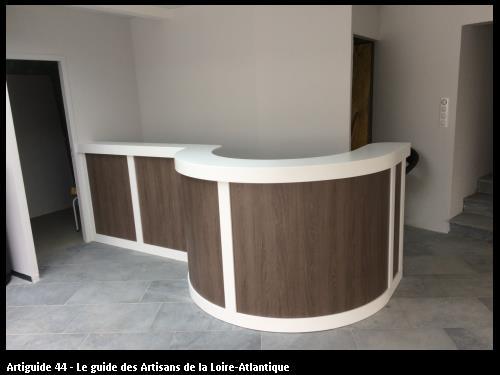 Comptoir Bar arrondie avec Krion blanc et stratifié