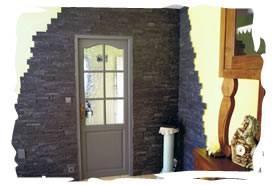 Chantier de décoration intérieure - Parement d'ardoises , finition des murs enduit ciré - Gétigné 44190.
