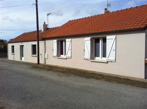 CHAUVE (44) - Maison apres travaux de ravalement - Remplacement des Fenêtres et Volets prévu en 2013
