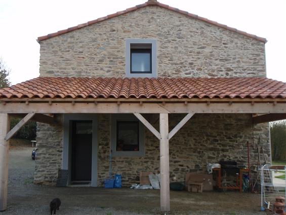 Préau bois avec couverture tuiles sur la commune de SAINT HILAIRE DE CHALEONS - 44640