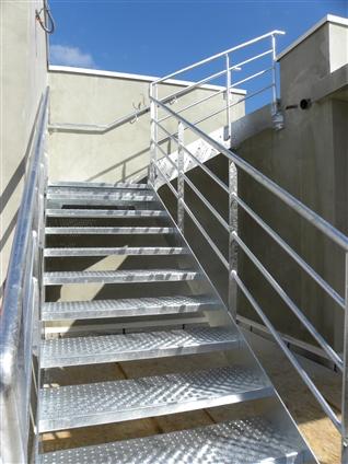 Professionnel : Pose d'un escalier métallique - CAP WEST - 44210 PORNIC
