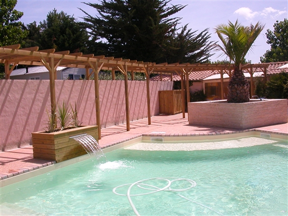 Plage de piscine à LA BERNERIE EN RETZ 44760.