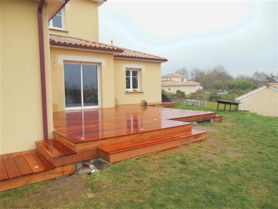 Terrasse en bois exotique au LOROUX BOTTEREAU 44430.