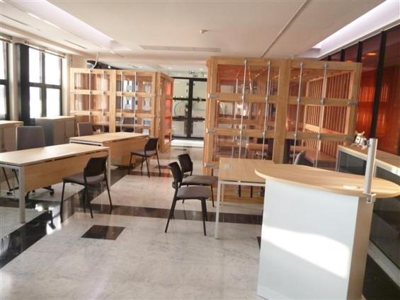 Aménagement Hall Nantes Saint Nazaire - espace de travail, hévéa massif, polycarbonate, tubes laqués