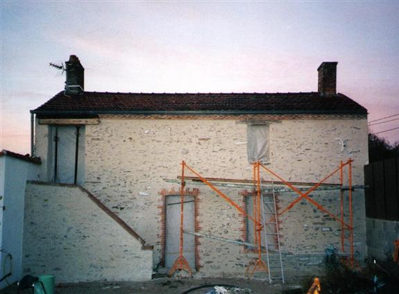 Même façade après enduit à la chaux sur pierre à Rouans 44640