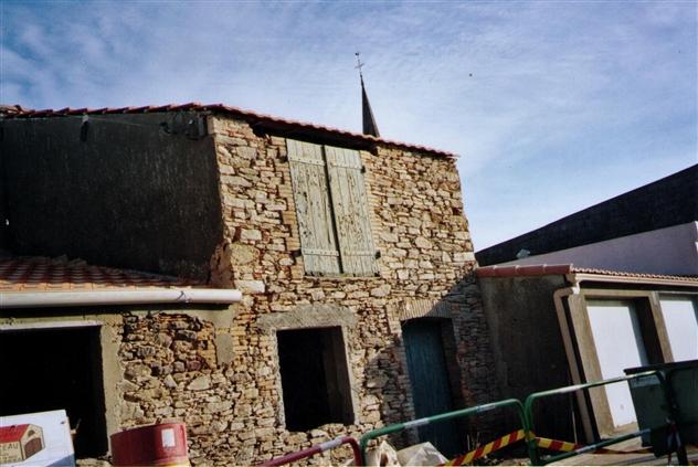 Bâtisse constituée d'une cave et d'un grenier+ une buanderie sur Chauvé 44320