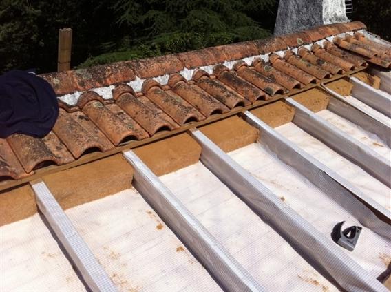 Détuillage intégral pour isolation rampant , pose par vapeur sur lambri puis pose par-pluie pour insufflation dans les caissons créés ,