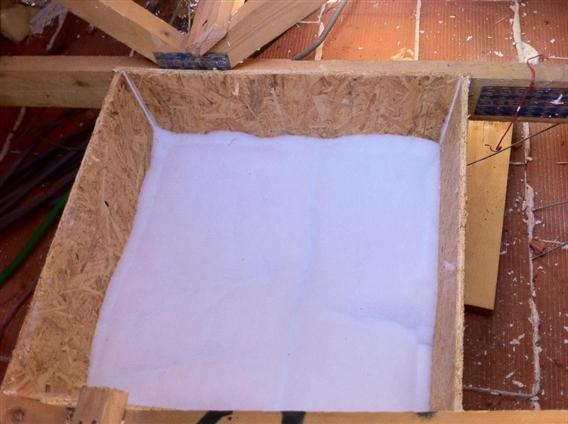 Entourage de trappe osb 9 MM. Et isolation en ouate de polyester PEG