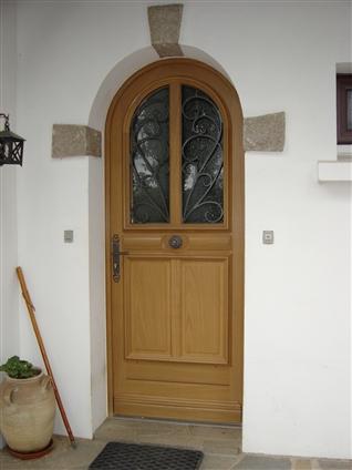 Remplacement d'une porte d'entrée bois à cugand 85610