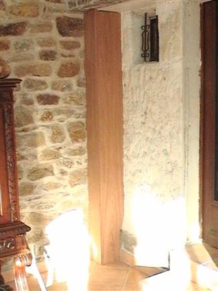 Réalisation d'une poutre d'angle verticale épousant le mur en pierre apparente à NANTES 44000.