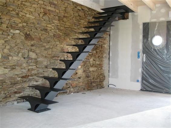 Escalier en cours de pose réalisé en atelier au Loroux-Bottereau 44430