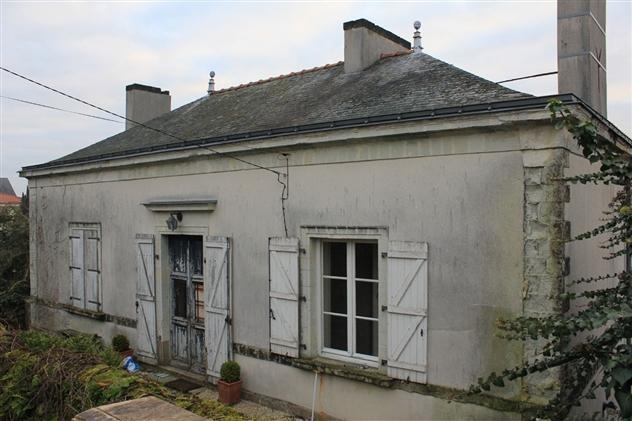 Façade avant restauration à Château-thébaud 44690.