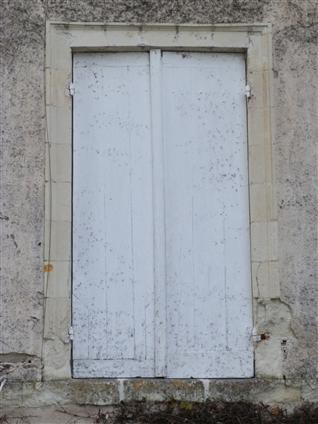 Fenêtre avant la restauration à Vertou 44120.